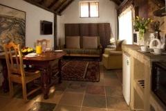 self-cattering cottages Ferndale livingroom