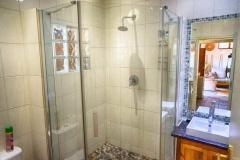 self-cattering cottages Ferndale shower