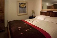 self-cattering accommodation randburg bedroom