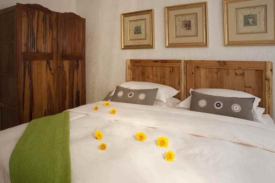 self-cattering cottages Ferndale bedroom